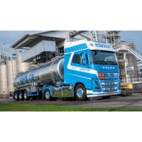 Kees in 't Veen Volvo FH05 Globetrotter XXL with 3-Axle Tank Trailer and Pump Box