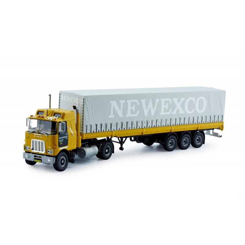 Newexco Mack F700 4X2 Met 3-Assige Huifoplegger