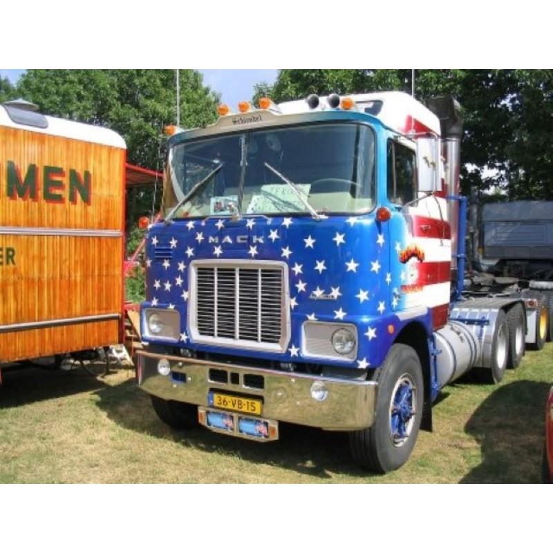 Bulldog Trucking  Mack F700 6X4