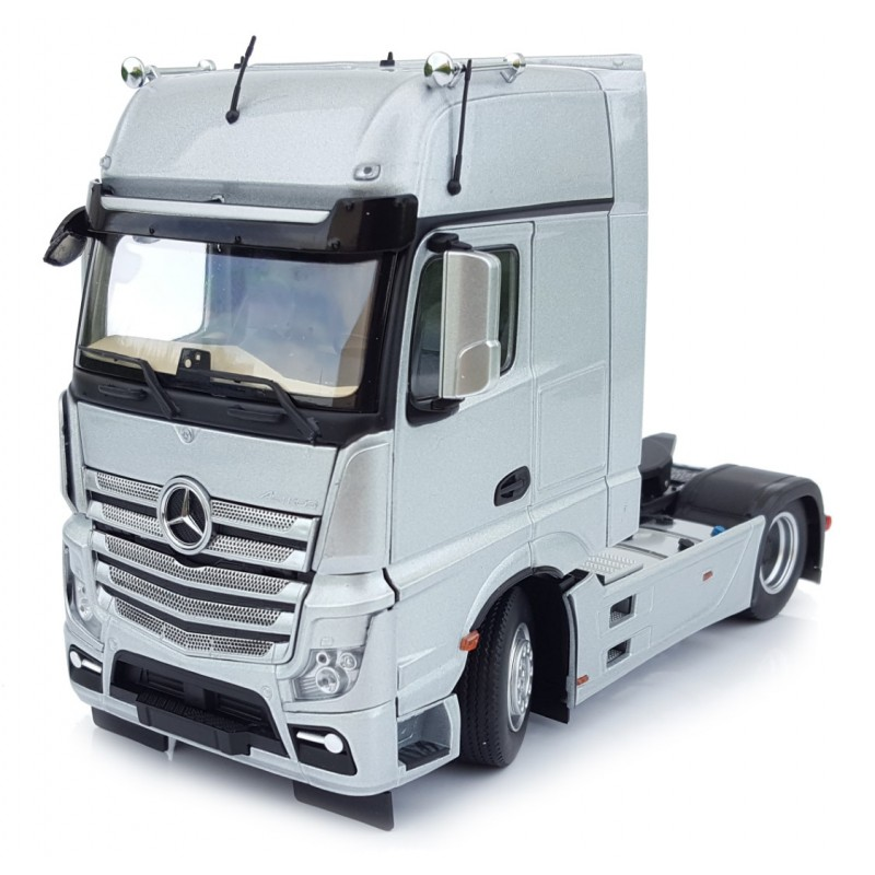 Mercedes Benz Actros Gigaspace 4X2 Silver 1:32 Scale