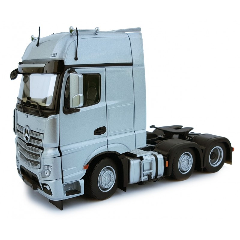 Mercedes Benz Actros Gigaspace 6X2 Silver 1:32 Scale